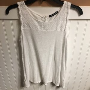 Sleeveless tank top-Eyelet top-Cable and gauge